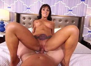 MomPov Laila - Gorgeous black-haired..