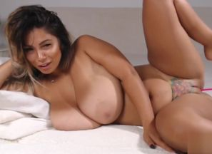 Wonderful Thicc Latina Wiggles Her..