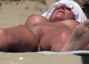 Bare Beach Hidden cam Amateurs..
