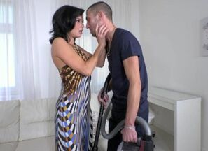 Bodacious Cougar Veronica Avluv gets..