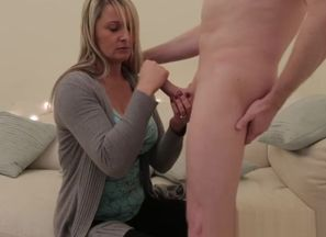 Huge-titted CFNM britt cocksucks..