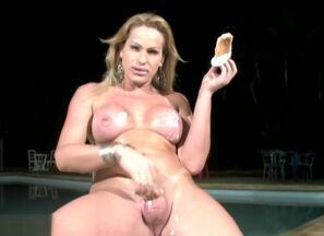 Bigtitted Latina tranny gets her..