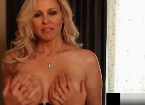 AVN Hall of Famer, Julia Ann, Gets Off..